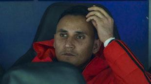 Keylor Navas, sentado en el banquillo ante el CSKA.