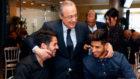 Florentino Pérez bromea con Isco y Asensio en la comida del Real...