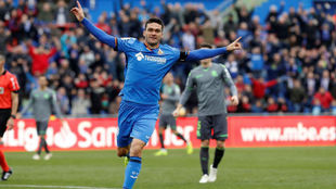 Jorge Molina celebrates his goal