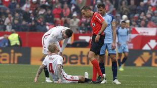 Simon Kjaer, en el momento de caer lesionado.