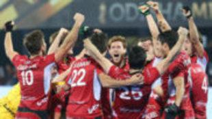 Los jugadores de Bélgica celebran el título tras ganar a Holanda.