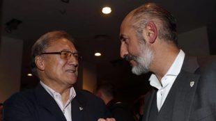 Aitor Elizegi recibió el apoyo de Manolo Delgado durante la...