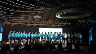 La plantilla del equipo Astana en el acto de presentación.