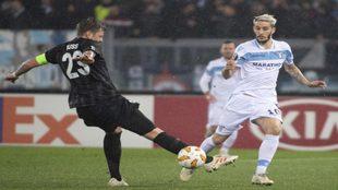 Luis Alberto, a la derecha, en un partido con la Lazio.
