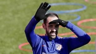 Juanfran, en un entrenamiento con el Atlético.