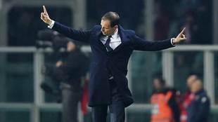 Allegri gesticula en un partido de la Juventus.