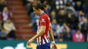 Filipe Luis se retira del campo lesionado en Zorrilla.
