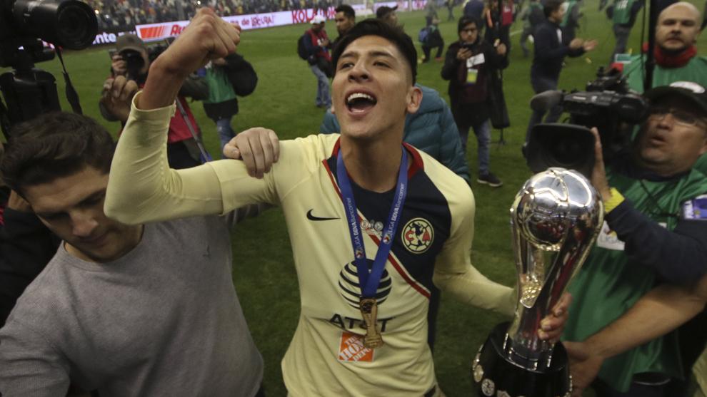 Edson celebra el título del torneo Apertura 2018