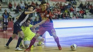 Darío disputa un balón durante el partido de Copa del Rey frente al...