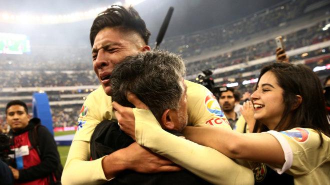 Al borde de las lágrimas después del partido.
