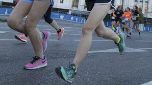 Varias mujeres corren durante una prueba