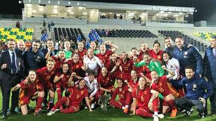 La selección española celebra la conquista de la Copa Chipre 2018.