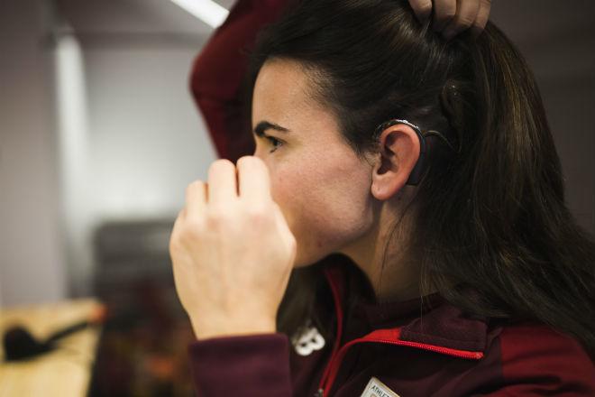 La futbolista profesional a pesar de la discapacidad auditiva severa