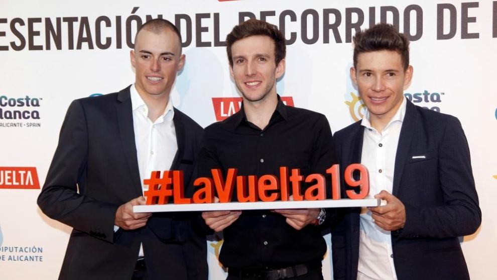 Enric Mas (i), Simon Yates (c) y Miguel Ángel López (d), el podio de...