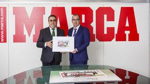 Miguel Carballeda Piñeiro y Juan Ignacio Gallardo junto al cupón...