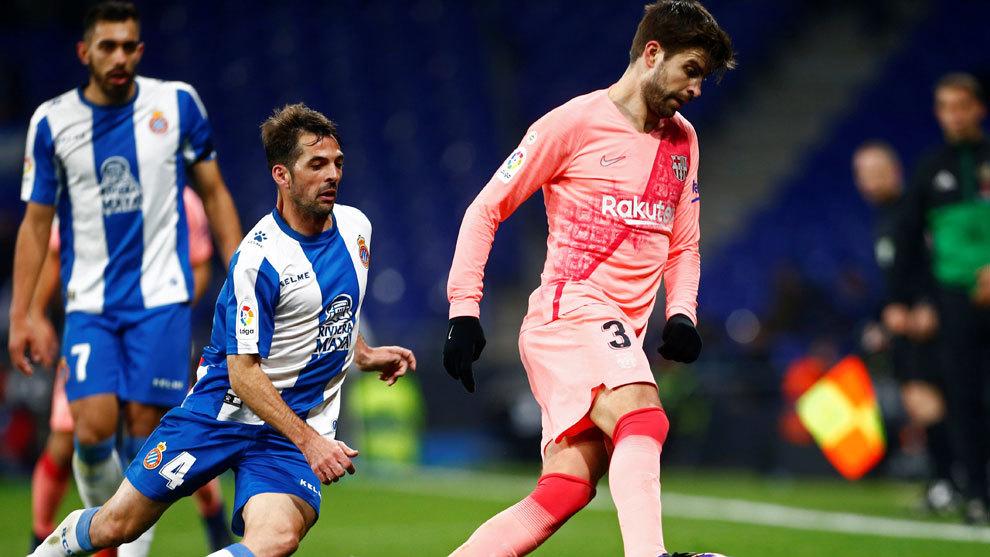 Piqué durante el partido contra el Espanyol.