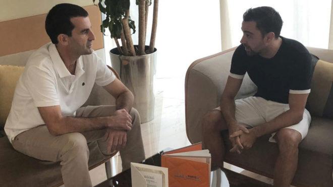 Xavi y el redactor de MARCA durante la entrevista.