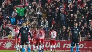 Los jugadores del Almería celebran su gol al Lugo en el Juegos...