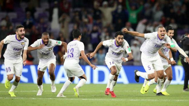 Los jugadores del Al Ain celebran el pase a la final del Mundial de...