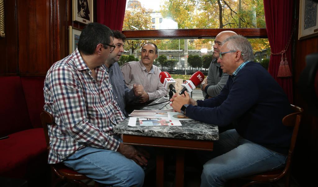 La tertulia en el Gijón.