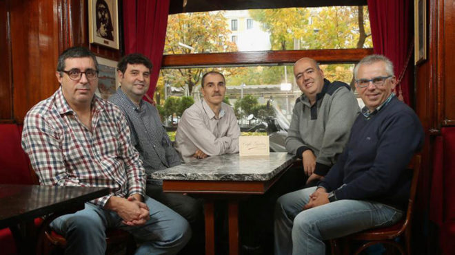 Luis Gabriel, González, Romano, Pécker y Palomar, en el Café...