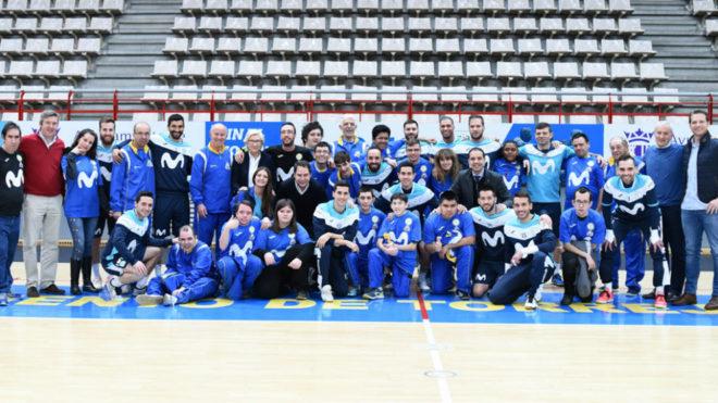 La plantilla de Movistar Inter, junto a miembros del CD Botepronto