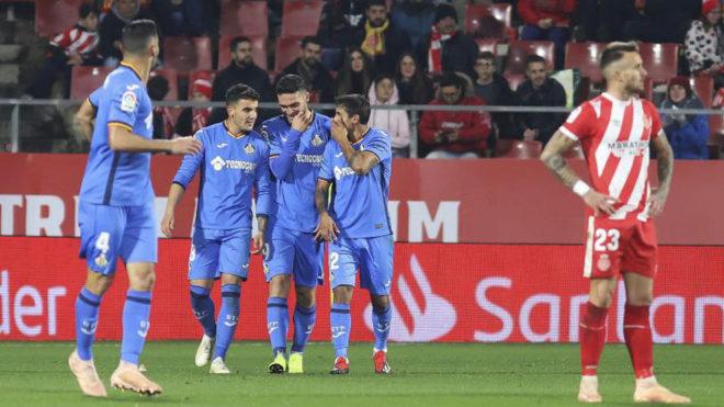 Los jugadores del Getafe celebran el tanto del Ángel ante el Girona.