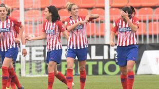 Ángela Sosa celebra el primer gol ante el Sporting de Huelva.