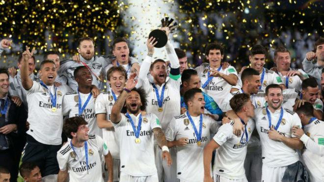 Los jugadores del Madrid alzan el Mundial de Clubes 2018