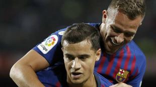 Coutinho y Arthur celebran un gol con el Barcelona.