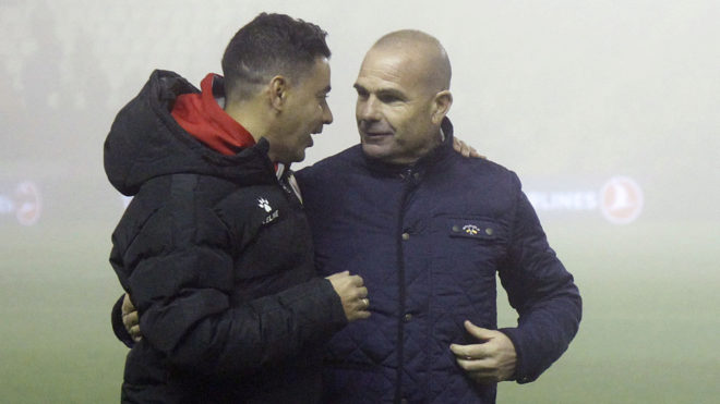 Paco López habla con Míchel.