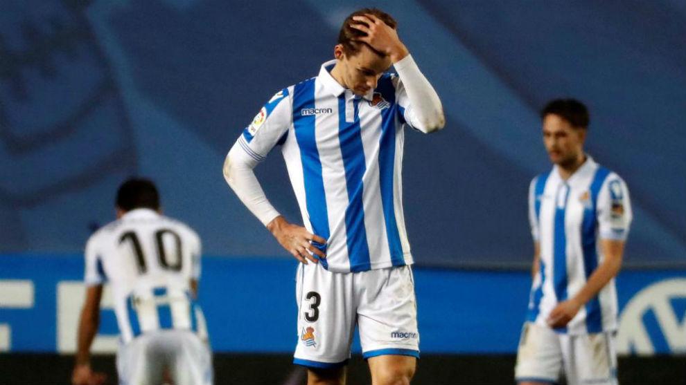 Llorente y otros jugadores de la Real Sociedad se lamentan tras el...