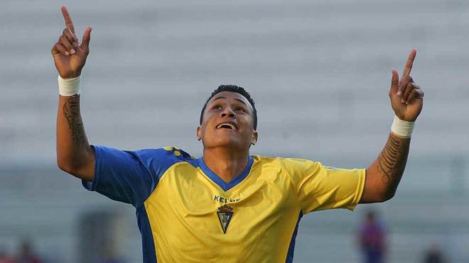 Jeison Murillo celebrates a goal for Cadiz in November 2011