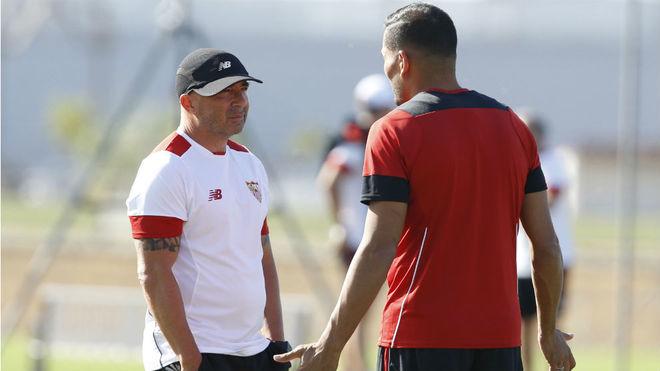 Sampaoli, junto a Mercado en su etapa como entrenador del Sevilla.