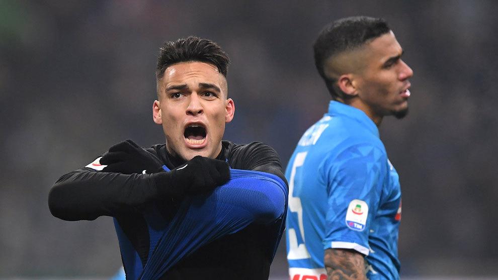 Lautaro Martínez festeja su gol de último minuto para vencer al...