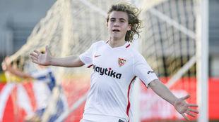 Uno de los jugadores del Sevilla, celebrando un gol.