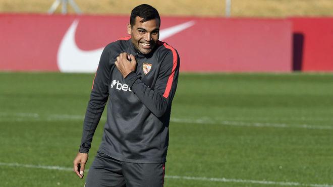 Gabriel Mercado, en un entrenamiento del Sevilla.