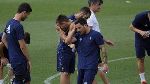 Agra sellema la mano a la cabeza en un entrenamiento del Cádiz.