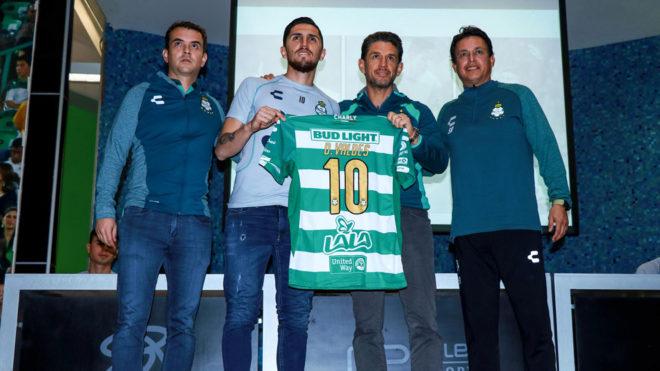 Santos adquirió a Diego Valdés en el mercado de invierno. bc136d446943c