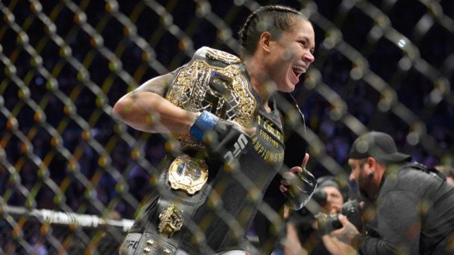 Primera doble campeona en la UFC