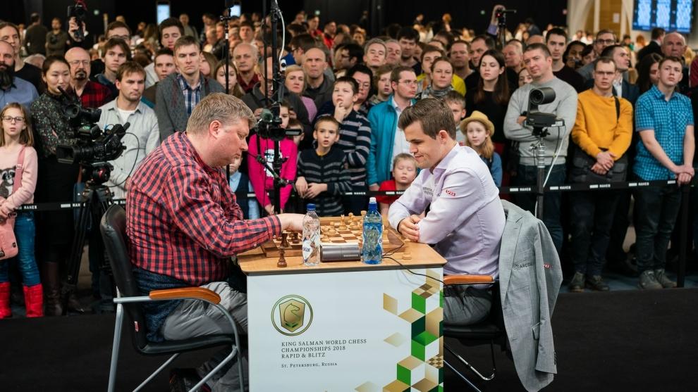Magnus Carlsen, durante su partida ante el español Alexei Shirov.