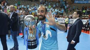 Ricardinho celebra su quinta Liga consecutiva.