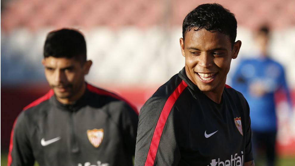 Muriel sonríe en un entrenamiento del Sevilla.