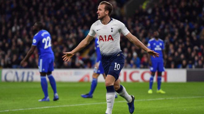Kane celebra su gol al Cardiff.