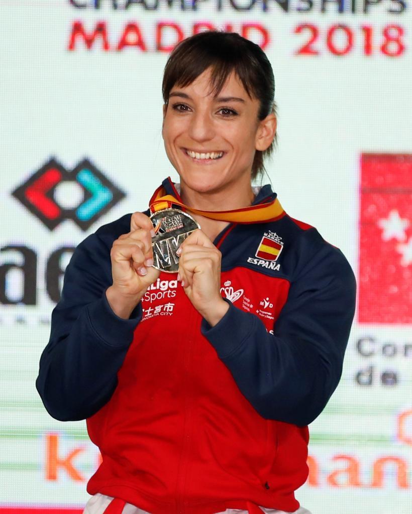 Sandra posa con el oro mundial en el Wizink Center de Madrid.