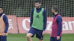 Javi Álamo, durante un entrenamiento con el Cádiz