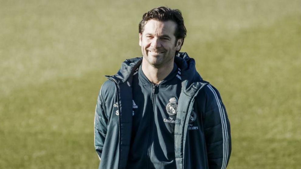 Solari, sonriente durante un entrenamiento del Real Madrid
