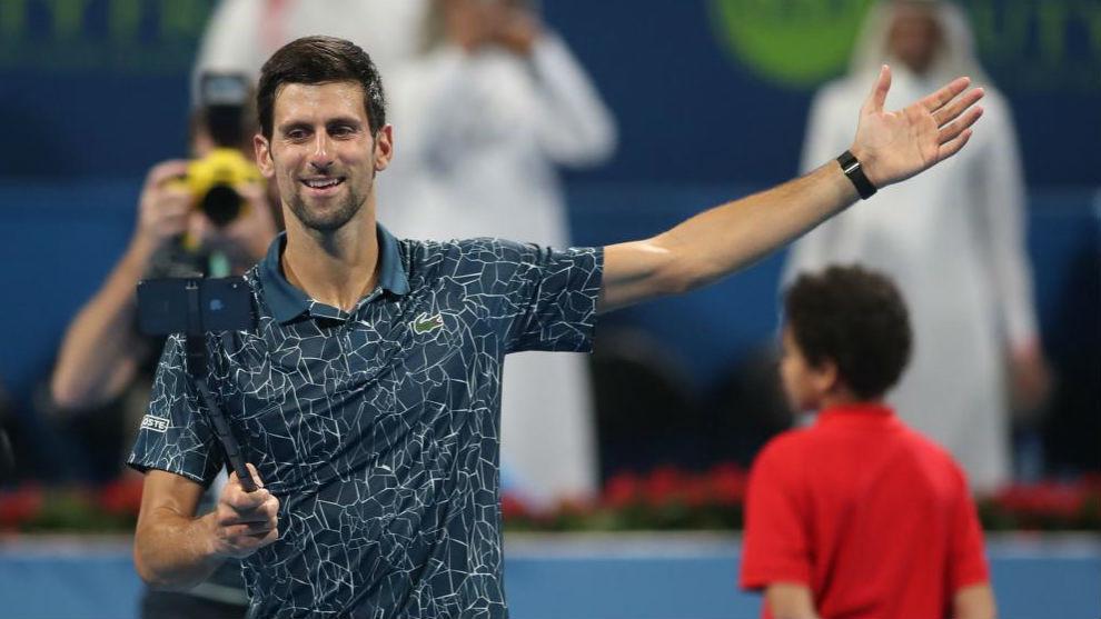 Djokovic saluda en la pista