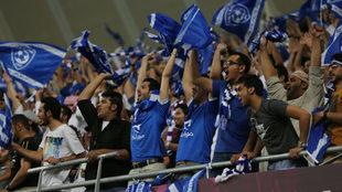 Aficionados del Al-Hilal en el Estadio Rey Fahd de Riad