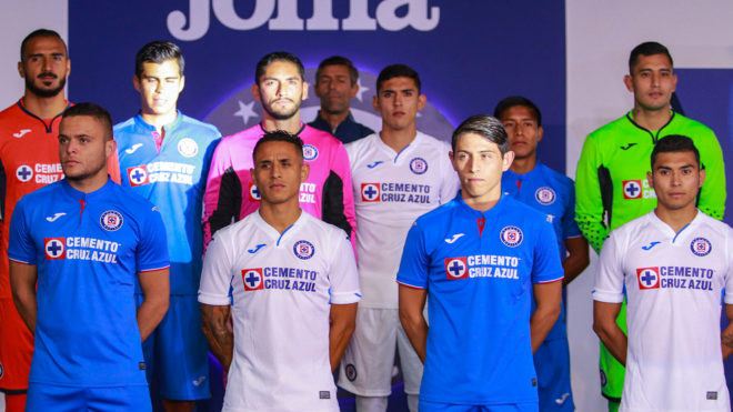 2f7a88e75 Liga MX  Cruz Azul presume su nuevo uniforme
